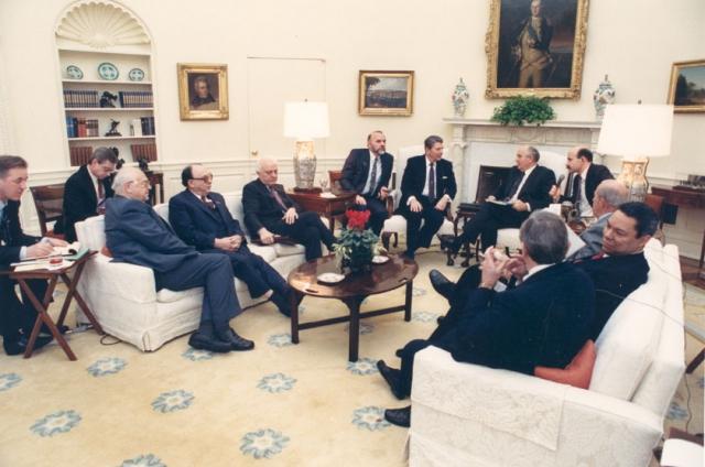 Переговоры в овальном кабинете Белого Дома.